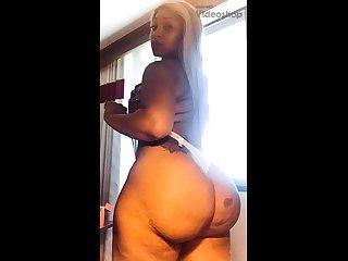 Dilettante blonde masturbate when taking shower