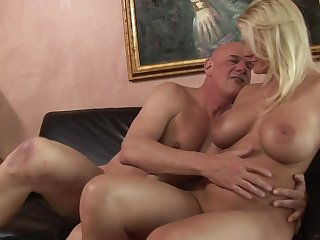 Ancient dude stuffs his fat cock into her curvy young pussy