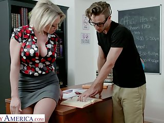 Awesome appetizing bosomy handsomeness Dee Williams is fucked on be transferred to table