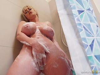 Surcease she takes a shower Dee Williams jumps on a friend's hard penis