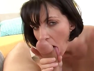 Sexy housewife gets a full facial u
