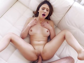 Teen beauty loads the huge dick in all in the offing modes