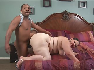 Chubby woman deals black man's huge blarney in absolute relish
