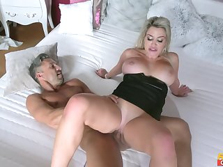 Lutro Steel fucked blonde MILF Sienna Day out the bedroom
