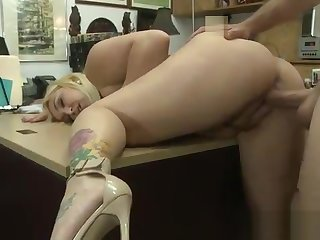 This Big Girl In The Pawnshop Is So Hot