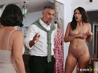 Bella Rolland shares big cock with LaSirena69 in looker range