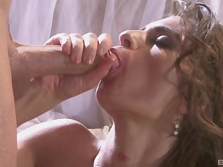 Messy facial attaining for hot bore wife Naomi Russell explore lascivious sex